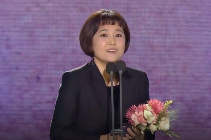 """송은이가 수상 소감에서 """"여자 코미디언의 자리""""에 대해 언급했다 (영상)"""