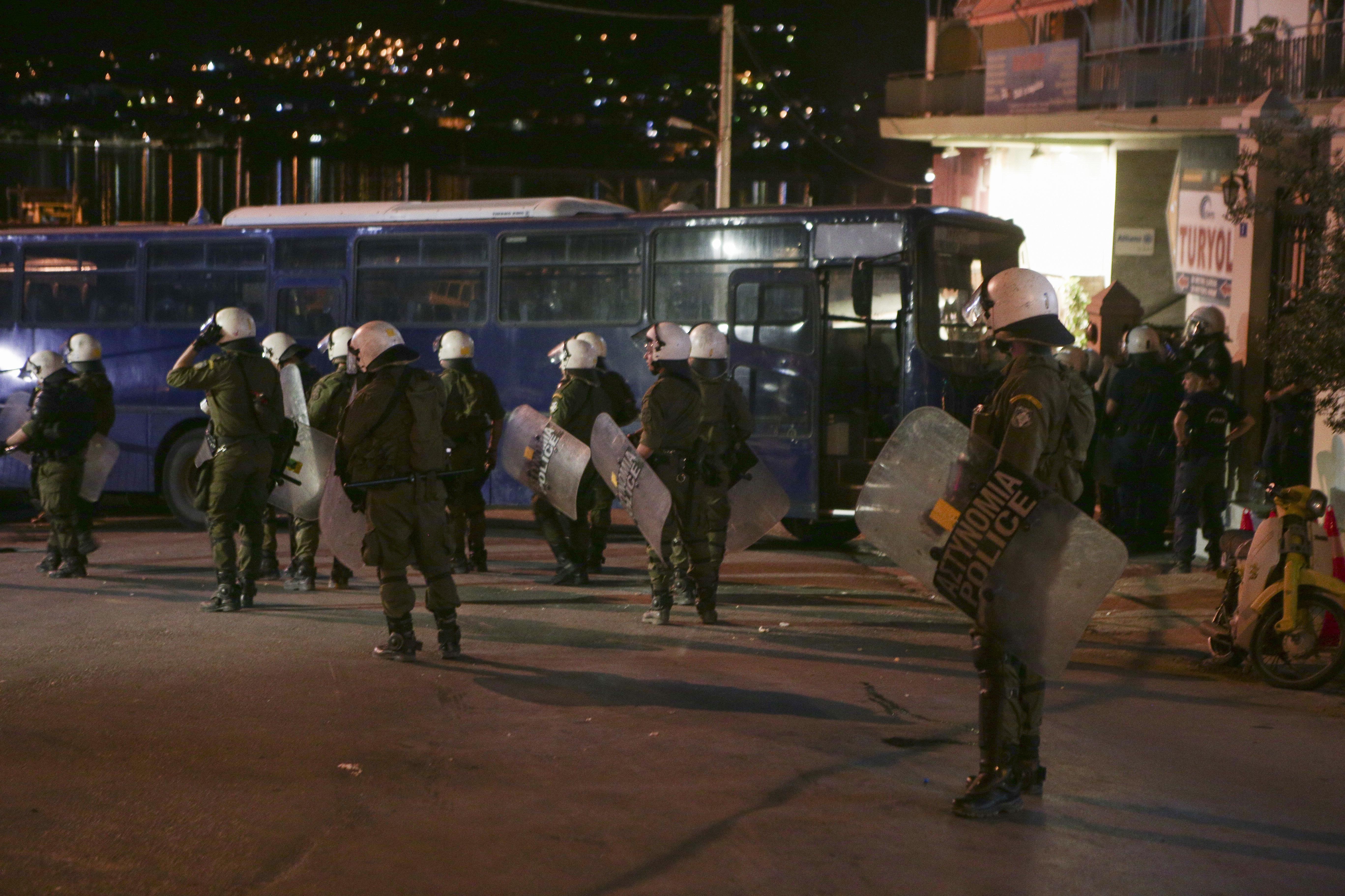 Άγριες επιθέσεις ακροδεξιών στη Μυτιλήνη σε πολίτες, δημοσιογράφους και