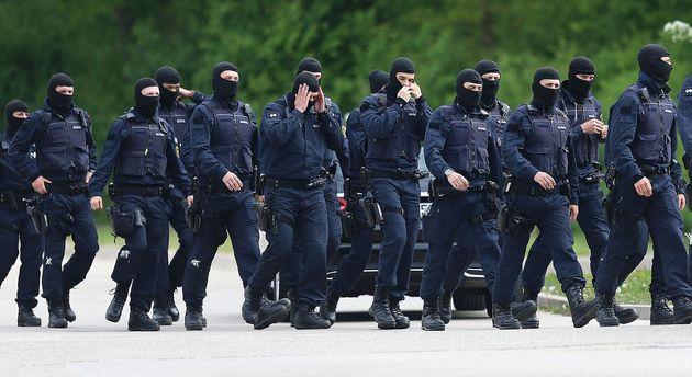 Polizisten in