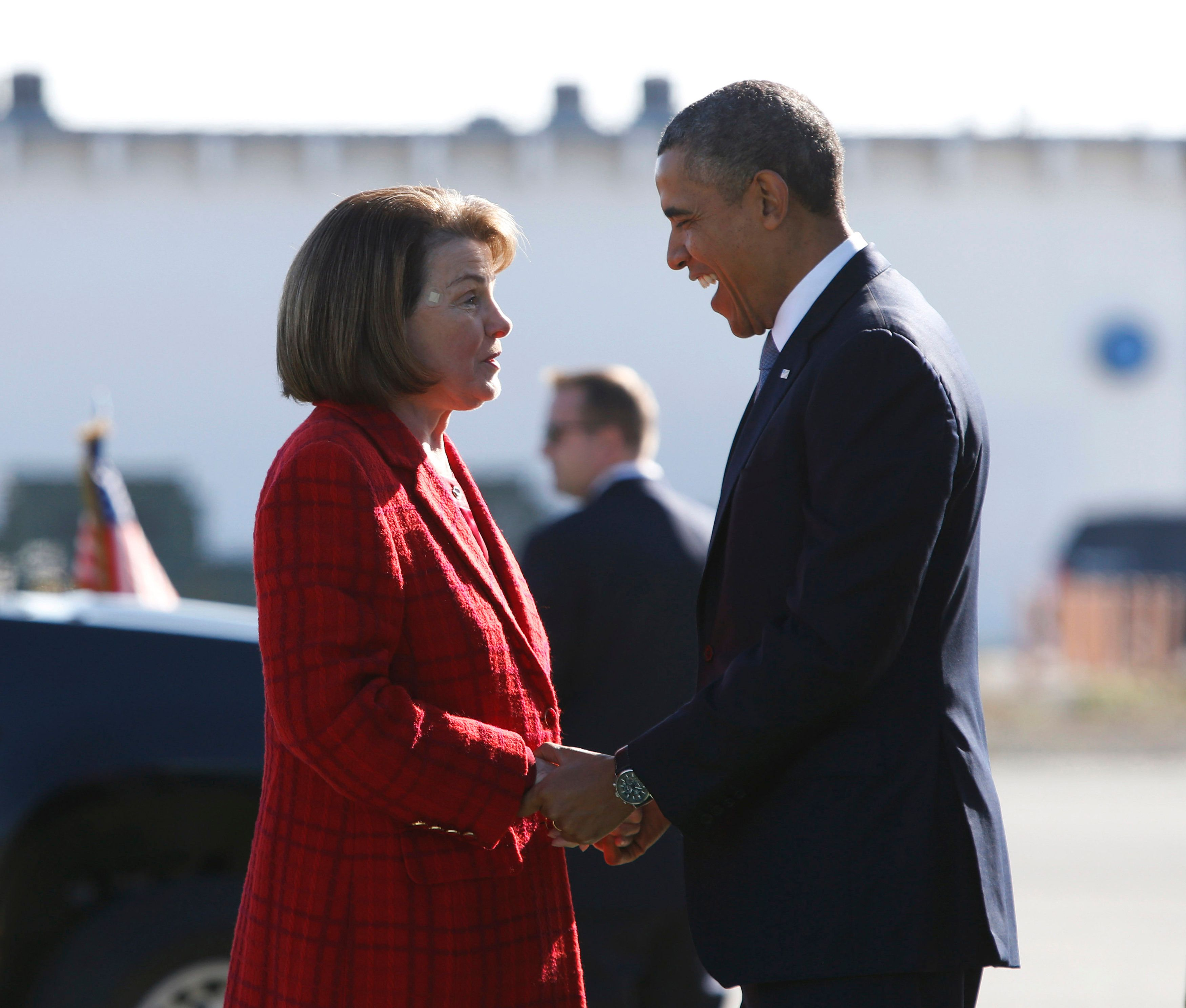 U.S. President Barack Obama is greeted by U.S. Senator Diane Feinstein (D-CA) upon his arrival in San Francsico, November 25, 2013. Obama is attending fundraisers and events on immigration policy reform in San Francisco on Monday.     REUTERS/Jason Reed   (UNITED STATES - Tags: POLITICS)