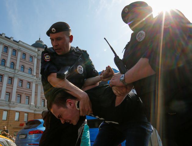 Putin Answers Anti-Corruption Protests With Arrests And Police