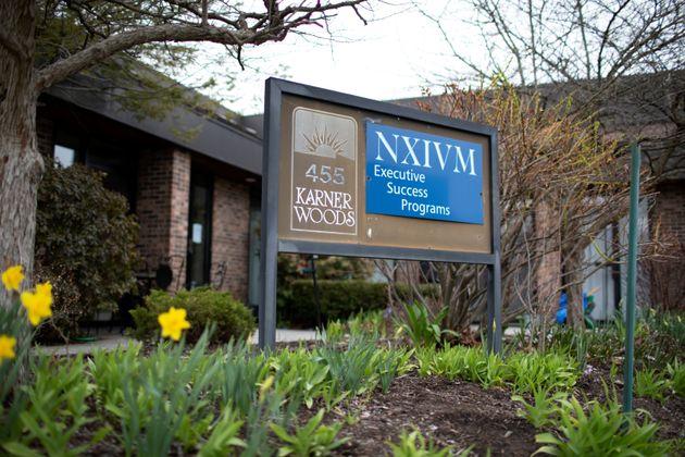 Αποκαλύψεις για τη σεξουαλική αίρεση Nxivm: Γιατρός κατηγορείται για αρρωστημένα