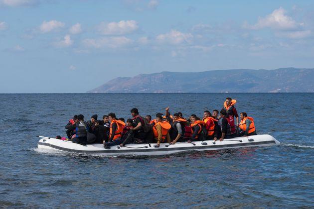 Στους 1.200 οι πρόσφυγες και μετανάστες που έφτασαν στα νησιά του βορείου Αιγαίου στο