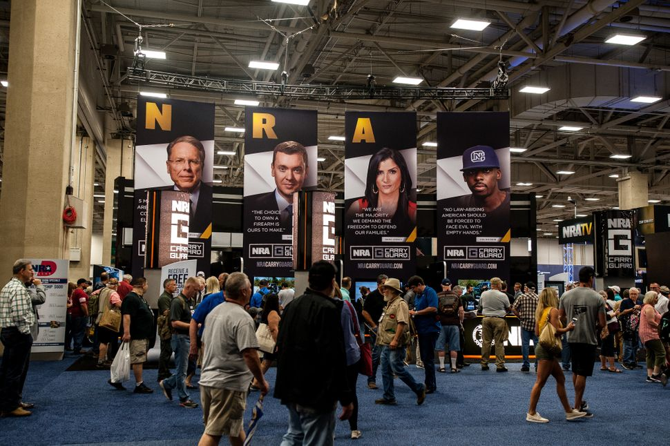 Attendees file into the expo hall.