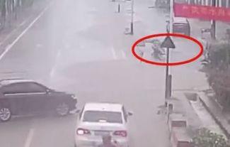 11-Jähriger wird in Abwasserkanal gezogen – dann wird ein Autofahrer zum Helden