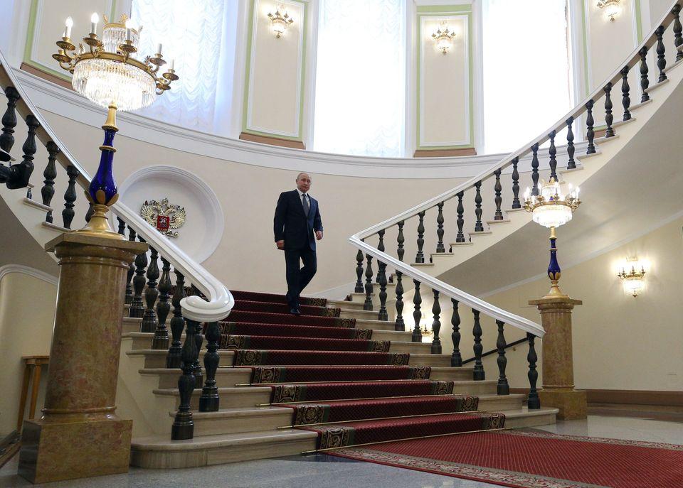 O «τσάρος» Πούτιν ορκίστηκε ξανά Πρόεδρος της Ρωσίας. Η τελετή σε