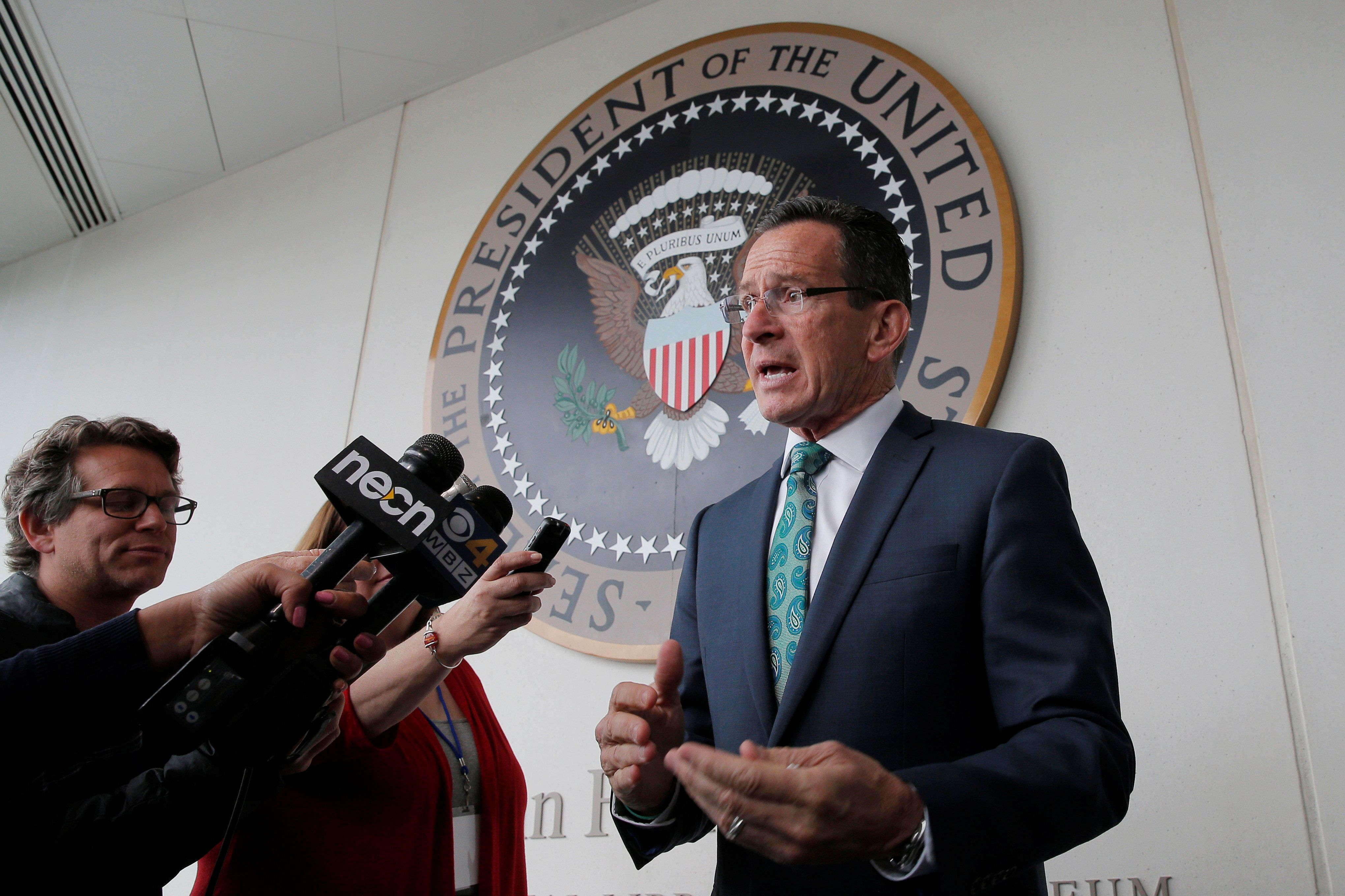 Connecticut Governor Dannel Malloy speaks to reporters after accepting the 2016 Profile in Courage Award at the John F. Kennedy Library in Boston, Massachusetts May 1, 2016.  REUTERS/Brian Snyder