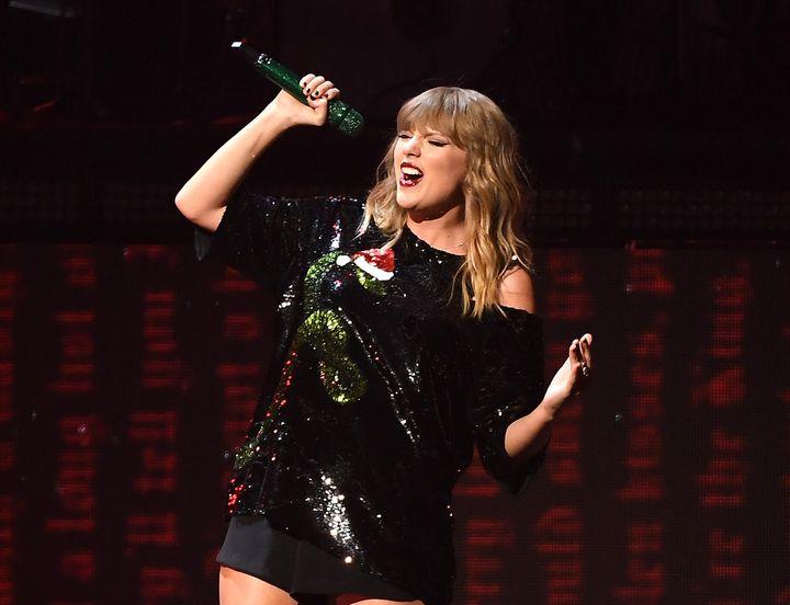 Taylor Swift performs atiHeartRadio Jingle Ball 2017.