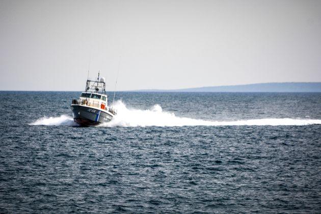 Σκάφος με δεκάδες μετανάστες και πρόσφυγες βρέθηκε νότια της