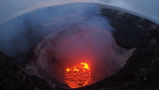 Συγκλονιστικές εικόνες από την καταστροφική έκρηξη του ηφαιστείου Κιλαουέα στη