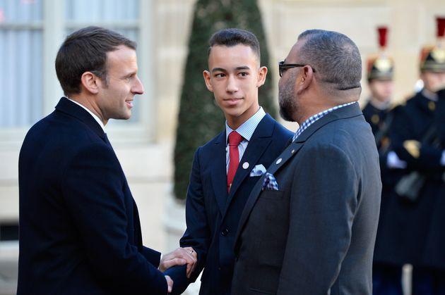 Le prince héritier Moulay El Hassan en compagnie se son père, le roi Mohammed VI, rencontre...