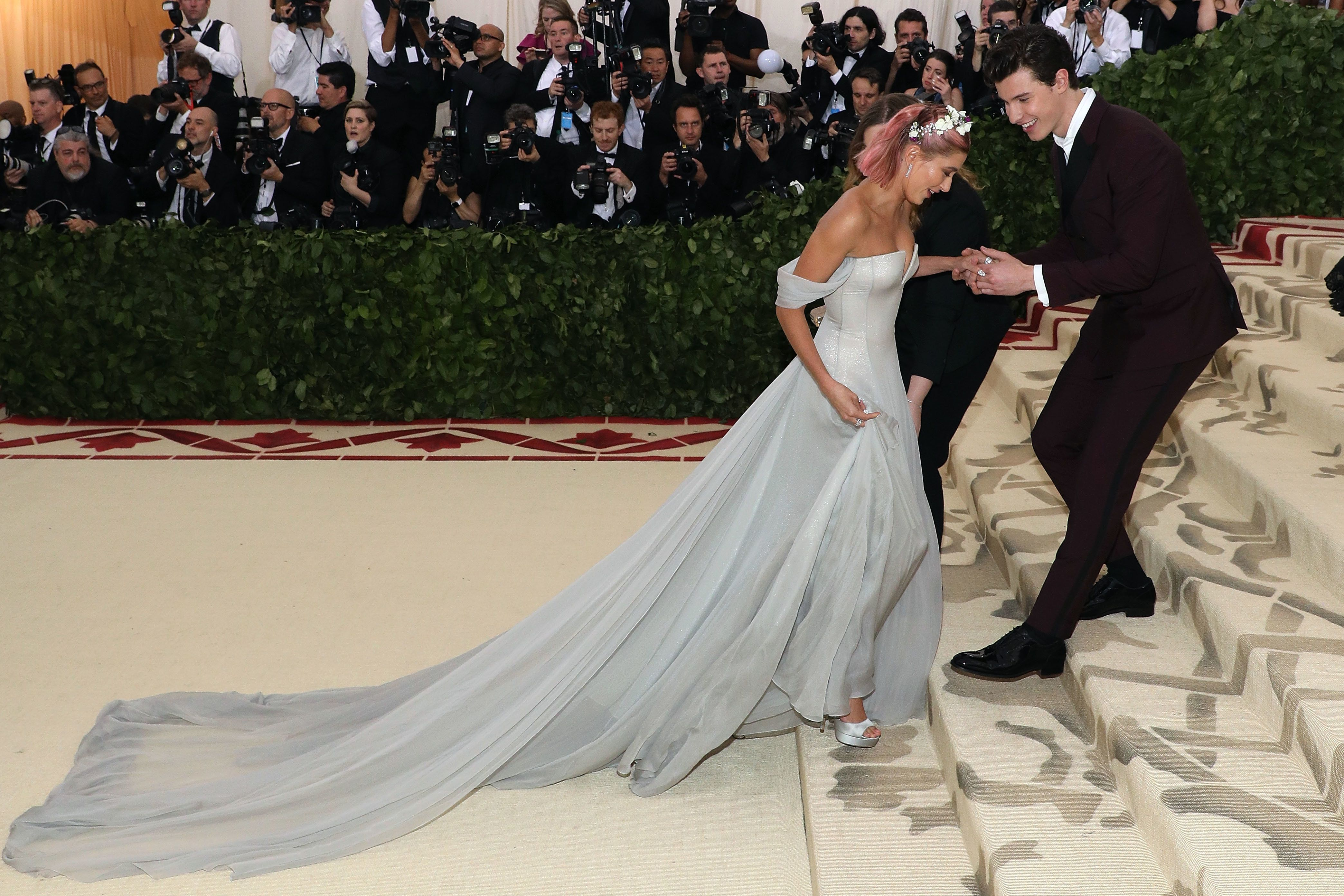 Shawn Mendes Sweetly Attended To Hailey Baldwin S Gown At