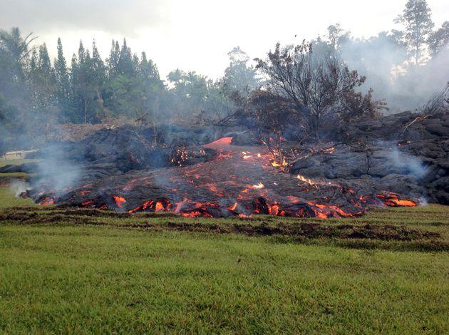 Βίντεο: Η λάβα του ηφαιστείου Κιλαουέα της Χαβάης καταπίνει