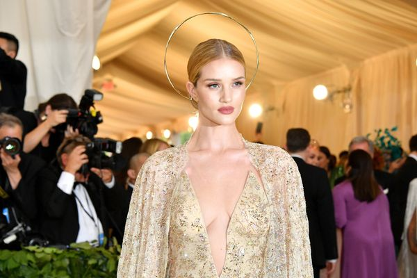 Rosie Huntington-Whiteley completed her look with a simple gold halo.