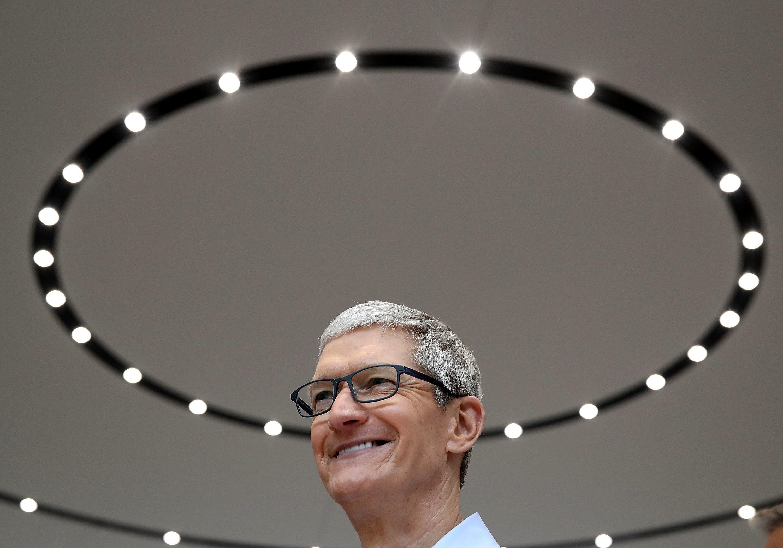 Apple's Market Value Hits $1