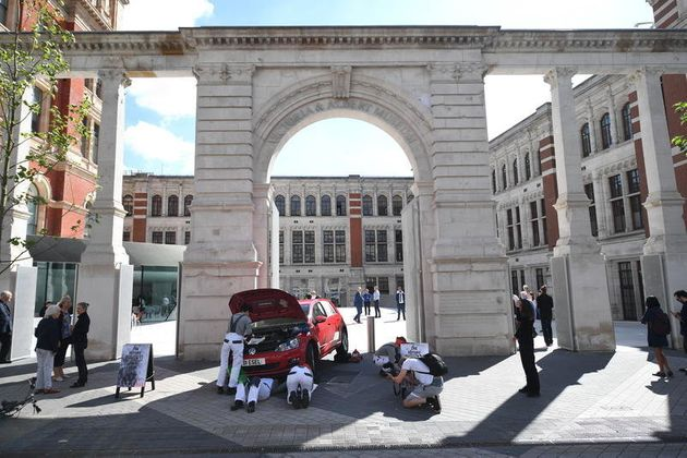 We Dismantled A Diesel Volkswagen Outside The V&A - Here's