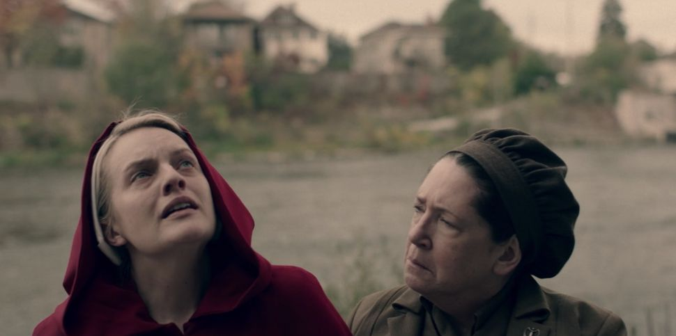 June (Elisabeth Moss) and Aunt Lydia (Ann Dowd).