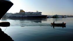 Πλήρωμα επιβατηγού πλοίου βρίσκει πέντε ναυτικά μίλια νότια του Πειραιά μία