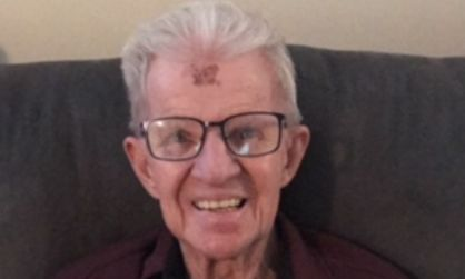Frau postet Bild mit ihrem Großvater und rettet ihm damit das Leben