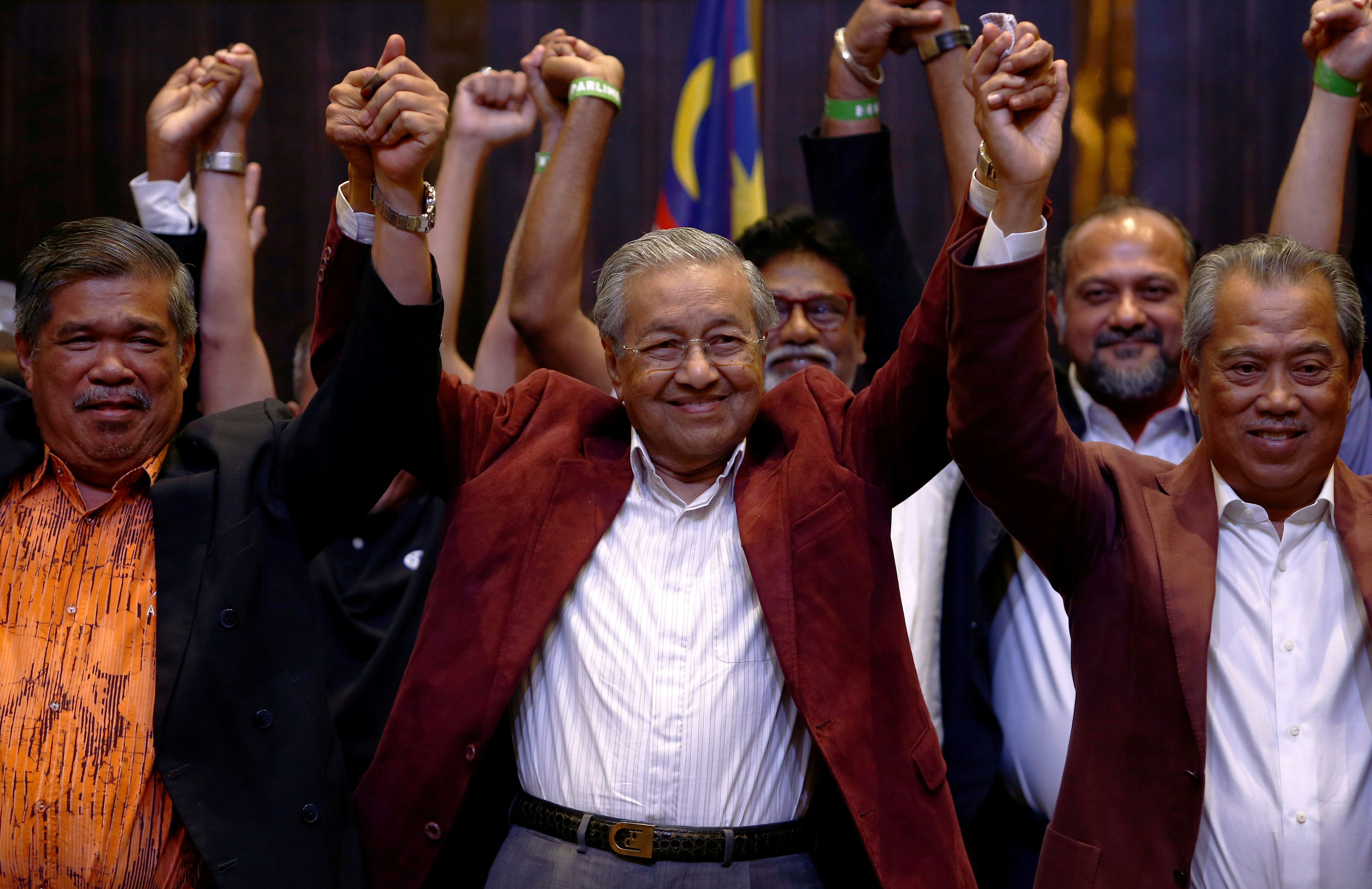 말레이시아의 새 총리는 경제발전기에 20년 넘게 장기집권한