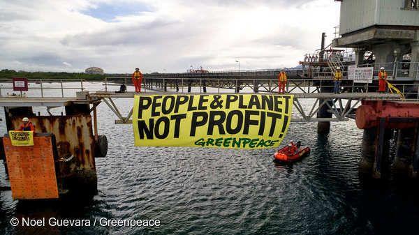 그린피스가 정유 회사 쉘(Shell)의 필리핀 바탕가스 정유 공장에서