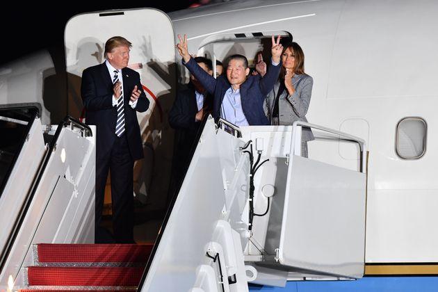 북한에 억류됐던 미국인 3명이 미국에 도착했다