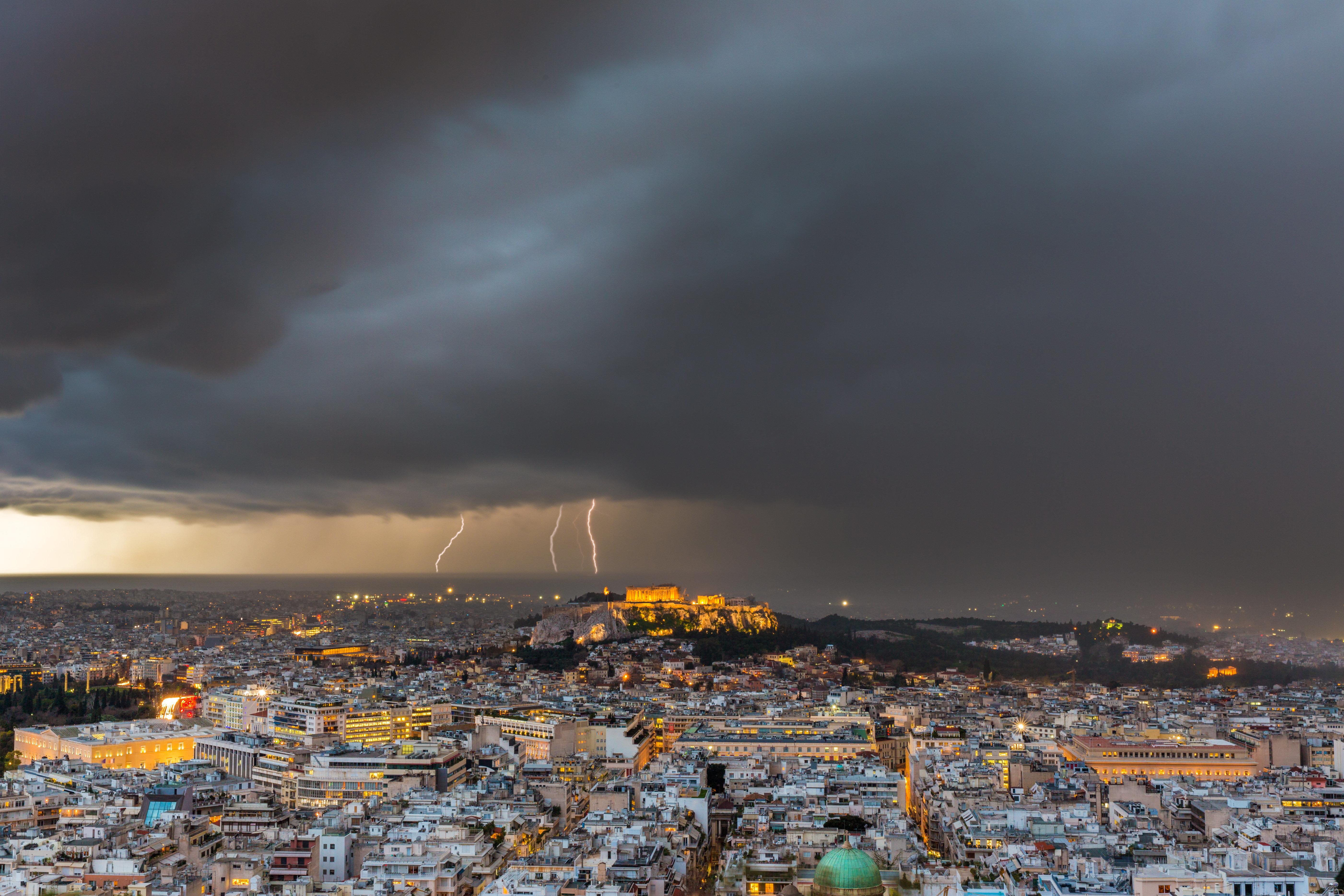 Έκτακτο Δελτίο Επιδείνωσης Καιρού από την ΕΜΥ για ισχυρές καταιγίδες, χαλάζι και ισχυρούς
