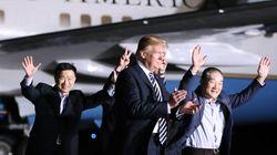 Ο Τραμπ υποδέχθηκε τους τρεις Αμερικανούς που άφησε ελέυθερους η Βόρεια