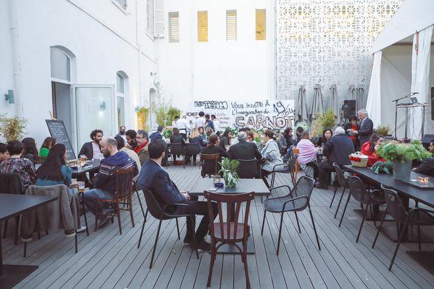 Le Carnot: Une brasserie avec une cuisine franco-méditerranéenne en plein