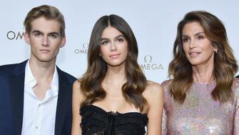 PARIS, FRANCE - SEPTEMBER 29:  (L-R) Presley Gerber,Kaia Gerber,Cindy Crawford and Rande Gerber attend'Her Time' Omega Photocall as part of the Paris Fashion Week Womenswear  Spring/Summer 2018 on September 29, 2017 in Paris, France.  (Photo by Pascal Le Segretain/Getty Images)