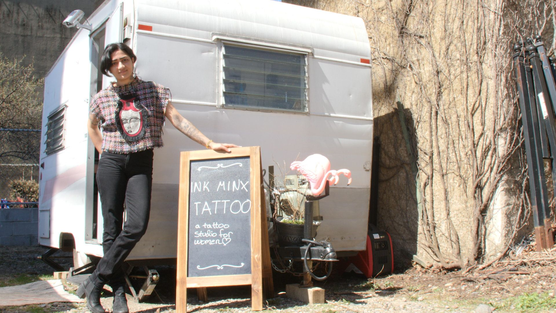 This Muslim woman turned her trailer into a tattoo parlor for women