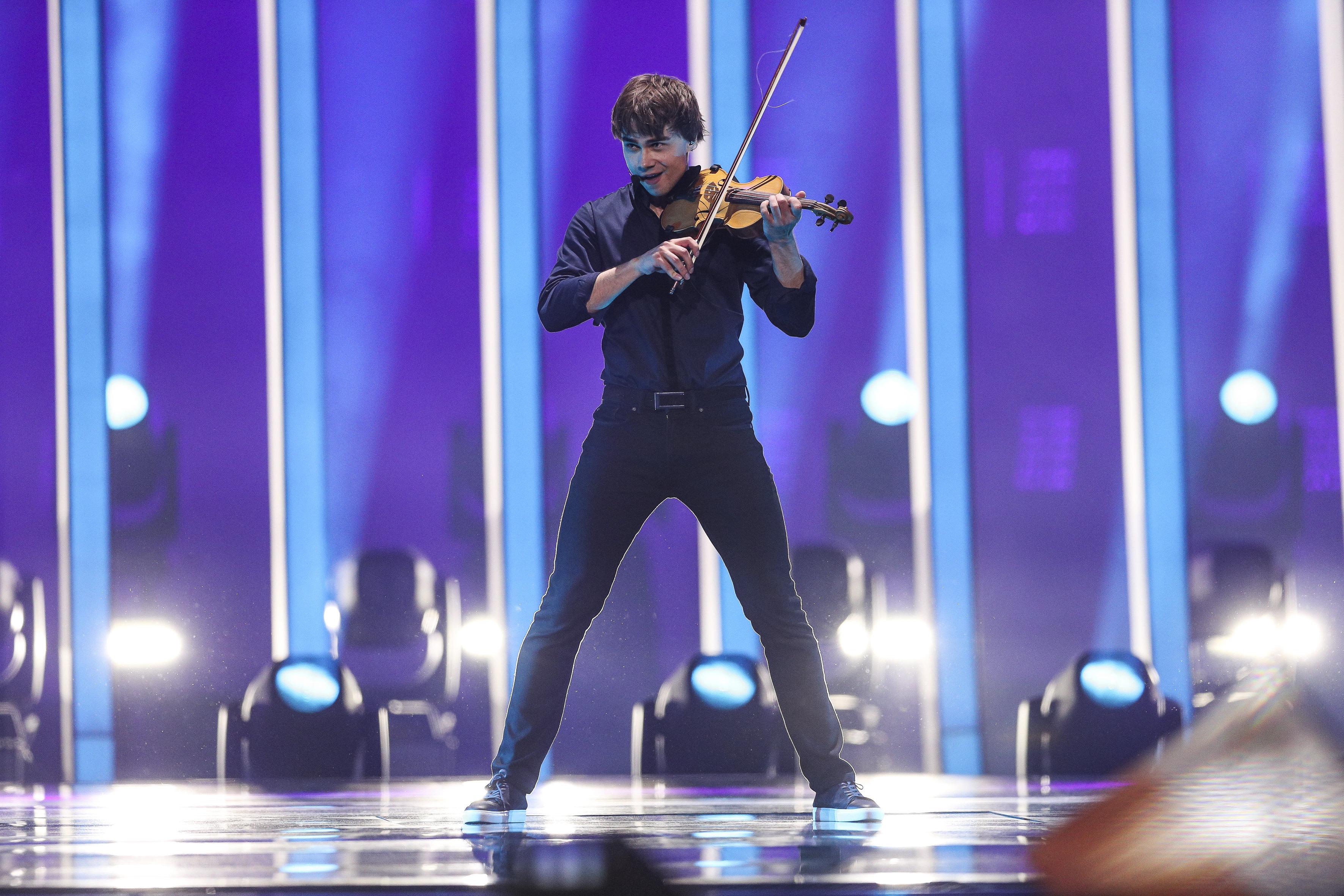 Οι 10 χώρες που πέρασαν τον Β' ημιτελικό της Eurovision - Ποιοι είναι οι φιναλίστ θα διαγωνιστούν στον τελικό του