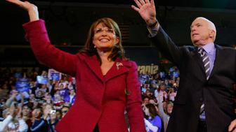 U.S. Republican vice-presidential nominee Alaska Governor Sarah Palin (L) and U.S. Republican presidential nominee Senator John McCain (R-AZ) wave to the crowd at a campaign rally in Hershey, Pennsylvania October 28, 2008.   REUTERS/Brian Snyder    (UNITED STATES) US PRESIDENTIAL ELECTION CAMPAIGN 2008 (USA)