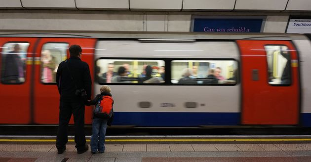영국 런던이 지하철 내 햄버거·콜라 광고를 금지할