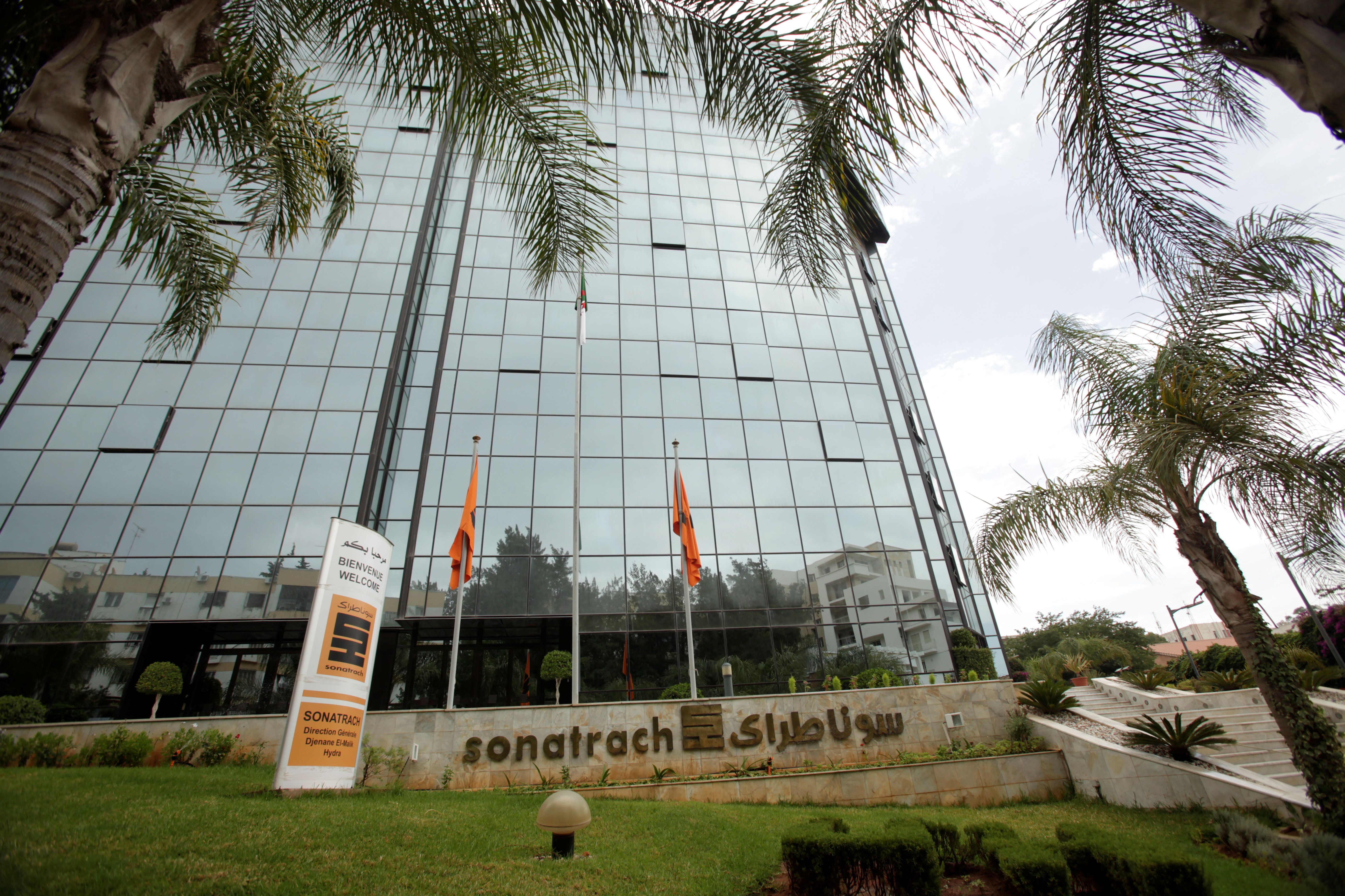 Sonatrach et Total signent un accord pour une usine pétrochimique à Arzew