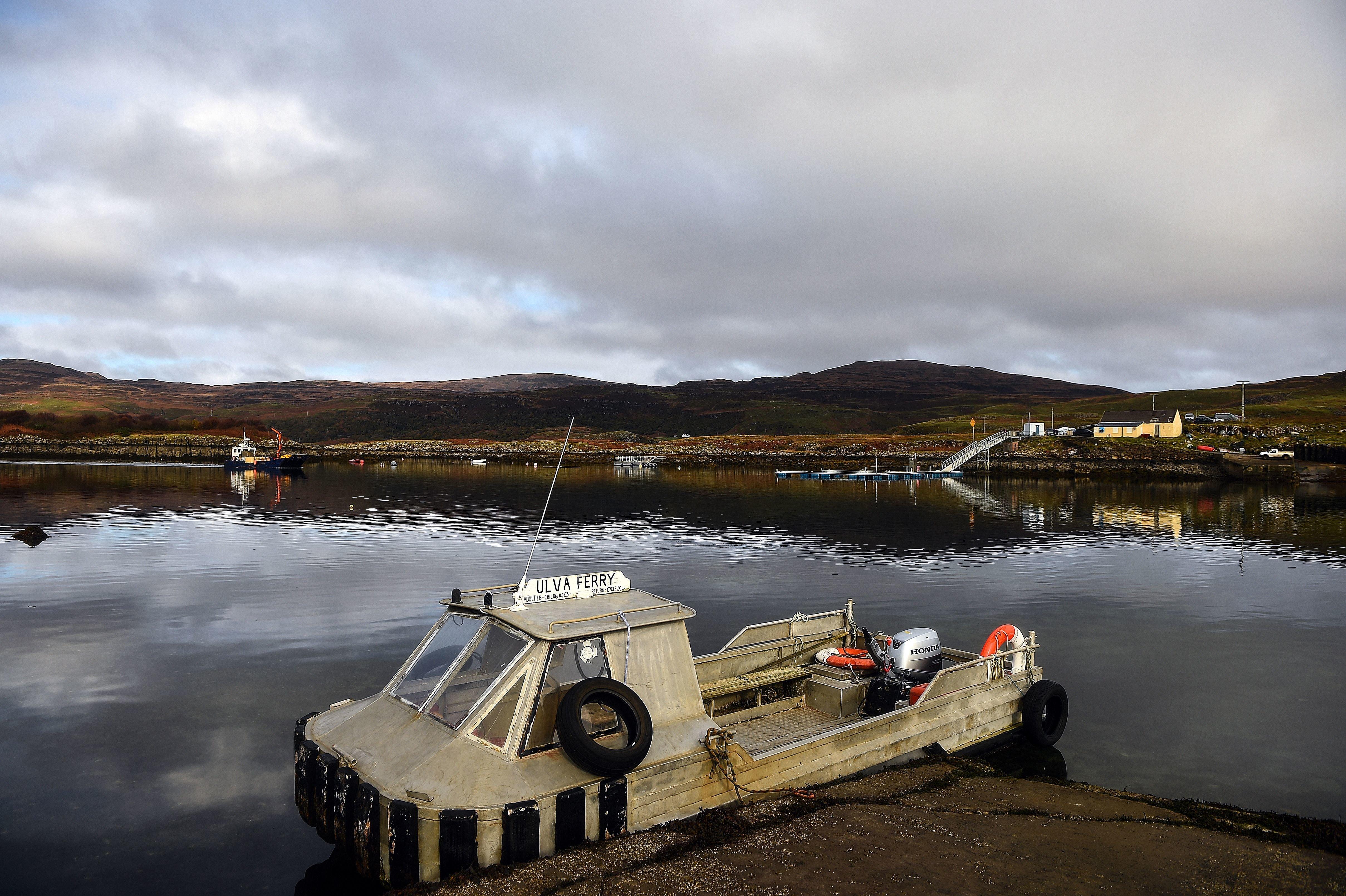 Η ιστορία της Ούλβα, του μικρού νησιού στη Σκωτία που αγόρασαν οι πέντε κάτοικοί του για να μην πέσει στα χέρια Ρώσων