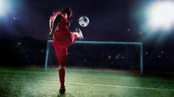 H Sun γράφει για γνωστό ποδοσφαιριστή -με σύντροφο και παιδί- ότι είναι κρυφά gay και ξεσπά μια ολόκληρη