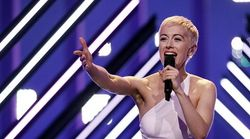 Wüste Szenen beim ESC: Störer entreißt britischer Sängerin das Mikro