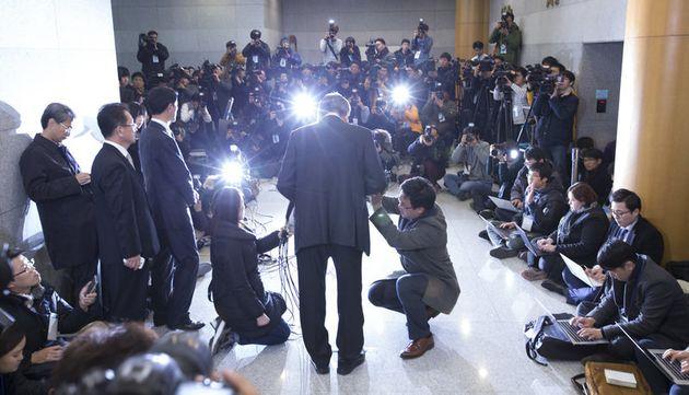 조양호 한진그룹 회장이 2014년 12월12일 낮 서울 강서구 대한항공 본사에서 기자회견을 열어 조현아 전 대한항공 부사장의 '땅콩 회항'과 관련해 사과 기자회견을 열고
