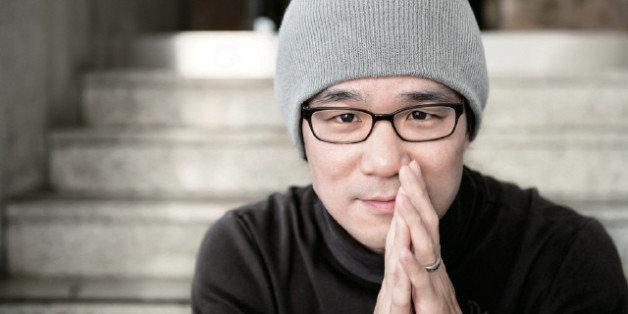 '왜 한국에서는 공모전을 통과해야 작가가