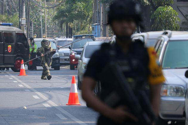 Ινδονησία: Πάνω από δέκα οι νεκροί από τις βομβιστικές επιθέσεις σε τρεις εκκλησίες στην πόλη