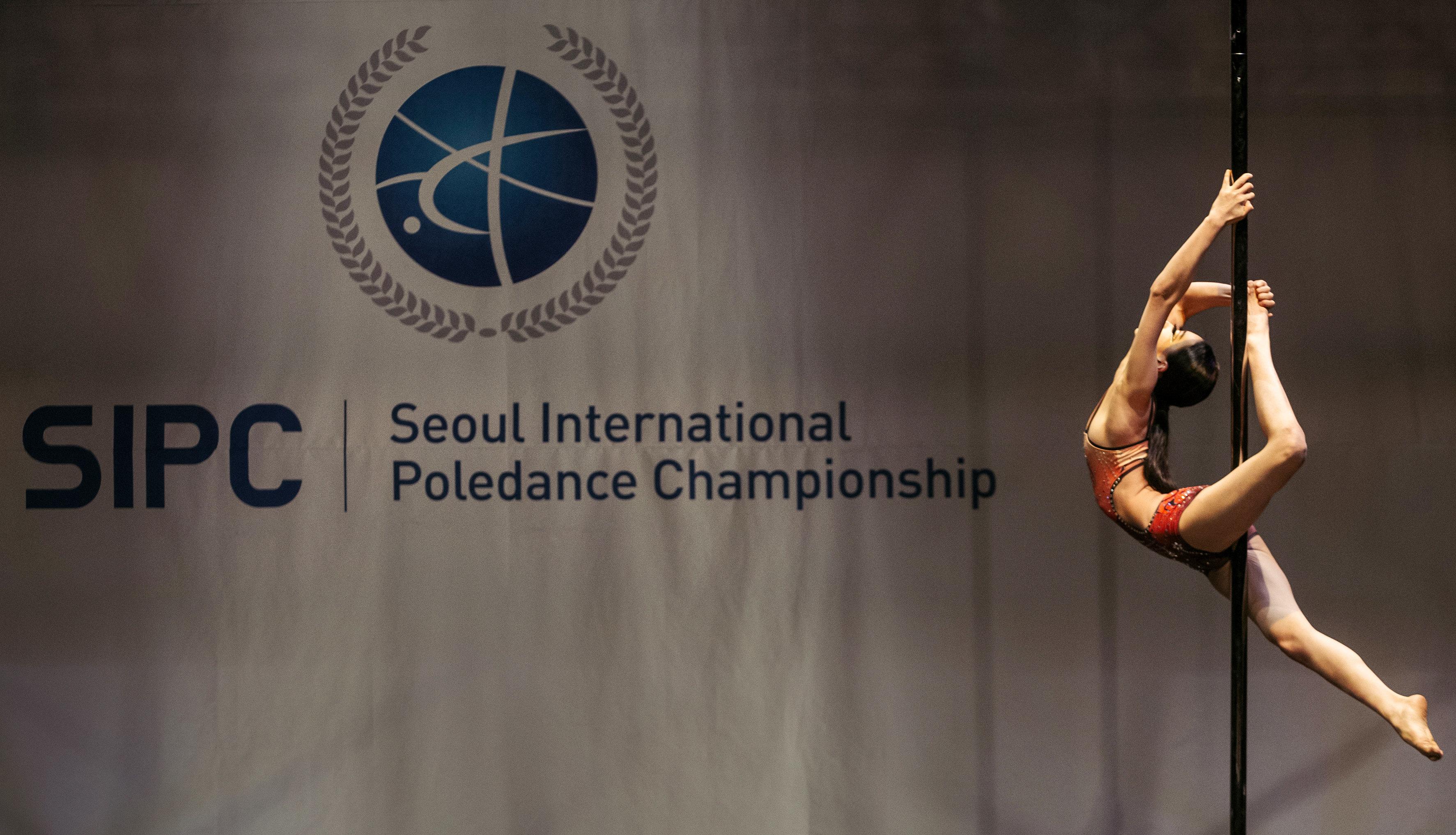 서울에서 폴댄스 대회가