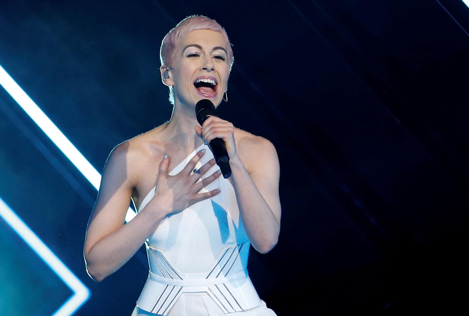 Eurovision: Τι φώναξε ο άνδρας που ανέβηκε στη σκηνή την ώρα της παρουσίασης του τραγουδιού της Μεγάλης