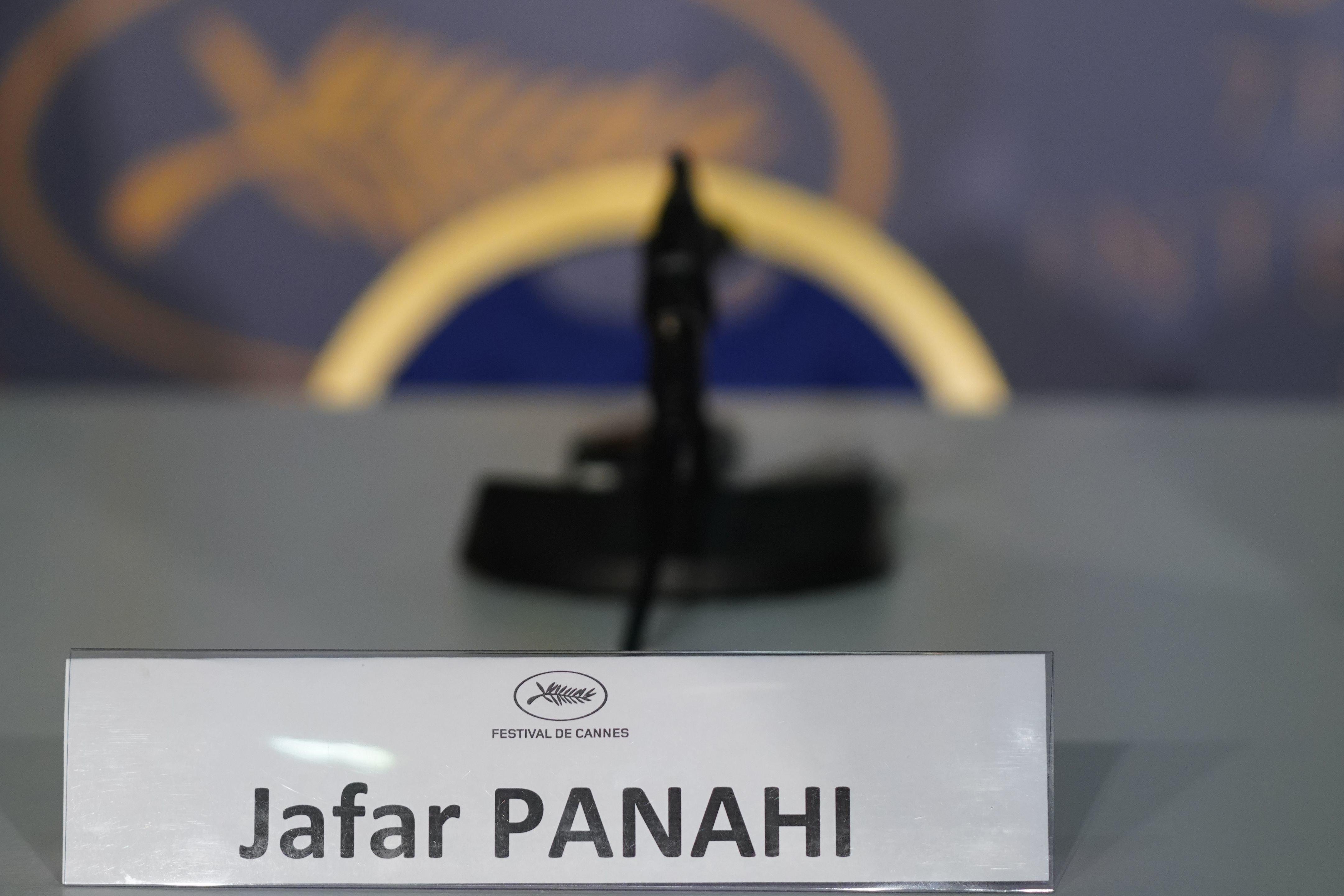 Cannes: le cinéaste Jafar Panahi espère montrer son film en