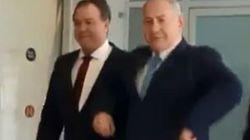 Netanyahu fait la poule pour célébrer la victoire d'Israël à