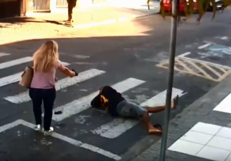 Πήγε να ληστέψει γονείς έξω από σχολείο αλλά έπεσε πάνω σε μητέρα αστυνομικό, με απρόσμενη κατάληξη