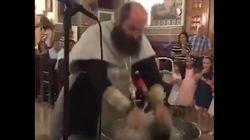 Βίντεο: «Πανικός» στα social media για «extreme» βάπτιση μωρού από