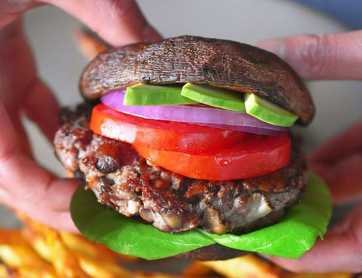 6 Ways To Make Burgers That Are Healthier Than Trump S Half Bun Huffpost Life