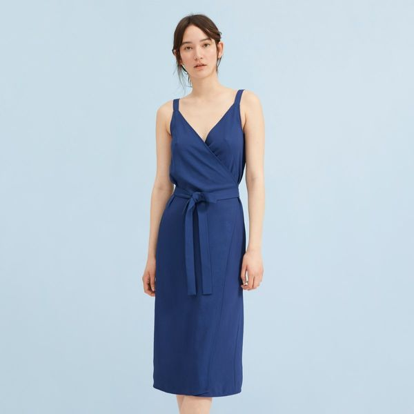 "<strong>Sizes</strong>: 00 to 16<br>Get it <a href=""https://www.everlane.com/products/womens-jpnese-goweave-wrap-dress-creamg"