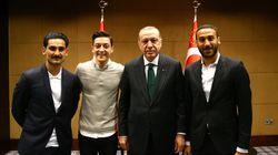 Wie tief kann der deutsche Fußball sinken, dass Özil und Gündogan einem Diktator die Hand